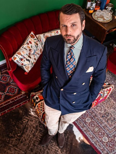 Stefano Cau printed tie worn by Erik Mannby, editor of Plaza uomo magazine. Customized Tie in order to our philosophy of Fashion sustainability.